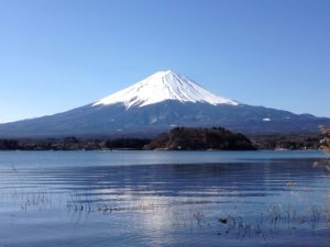 河口湖越しの富士山