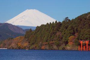 箱根の紅葉 芦ノ湖と鳥居