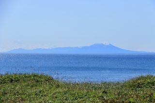 長万部で噴火湾越しに駒ヶ岳を望む